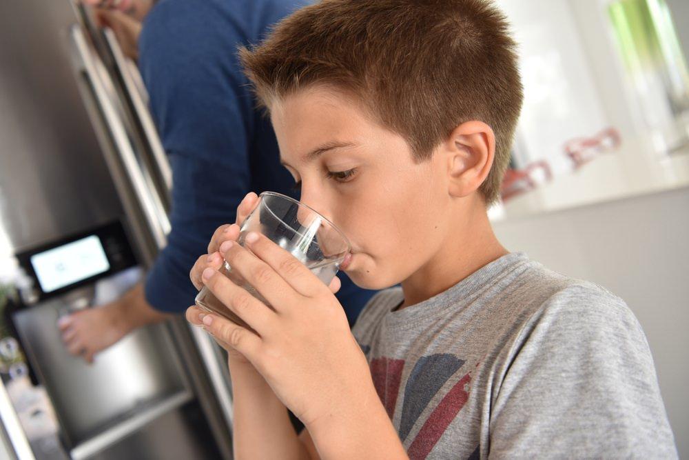 مقایسه دستگاه تصفیه آب خانگی با فیلتر آب یخچال
