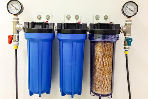 دستگاه تصفیه آب یا سیستم تصفیه آب ورودی ساختمان؛ کدام بهتر است؟
